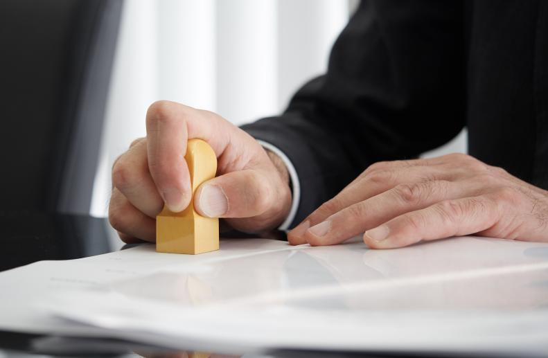 ビジネスで使う「角印」と「丸印」の違い、説明できますか?ハンコにまつわる豆知識②
